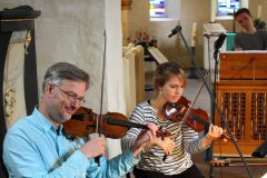Paul Bialek und Bethany Webster-Parmentier – hier mit den Violini piccoli